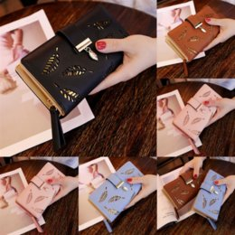 woman holding clutch bag Australia - Luxurys Purse Pouch Wallet Handbag6 Hold Clutch Woman Pallas Bag Fashion Leaves Logo S-shaped Lock Classic Plus Wallet Designers Card W Ranj