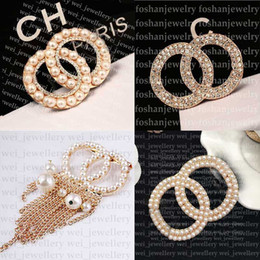 Wholesale Designer Brooch Famous Letter Diamond Brooches Pin Tassel Women Jewelry Clothing Decoration high quality
