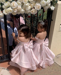 Discount baby christening gowns for cheap Cheap Pink Flower Girls' Dresses For Weddings Off Shoulder Handmade Big Bow Sash Baby Child Birthday Party Gown First Communion Dress