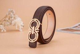 Venta al por mayor de 24 Estilo niños Cinturones de diseño para niños Hebilla suave Casual Pantalones Cinturones Niños Carta de la cintura Cintura Classic Kids PU Cinturones de cuero S352