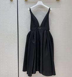 2021New robe de soirée sexy chaude robe de ré-nylon de style lunettes de gonflage à la taille-rétraction de la robe de bille classique suspendue robes MIDI avec triangle inversé en Solde