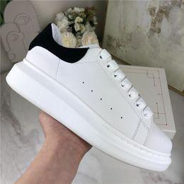 Опт 2021 с коробкой мужской повседневной обуви высочайшее качество матовая кожаная платформа ручной работы Chaussures женщина платье обувь серый бархатный шарп спортивные комфортные тренеры досуг