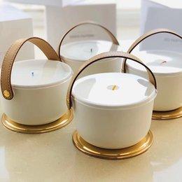 Aromaterapia IV PERFUME Vela Fragancia 220 g Dehors II Neige Feuilles d'Or Lle Blanche L'Air du Jardin con caja de regalo sellada en venta