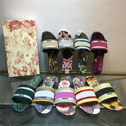 2021 New Paris Sandalias para mujer Zapatillas Diseñadores de bordado Sandalia Brocado floral Chanclas Diapositivas Playa Flores Sandalia de lujo con caja en venta