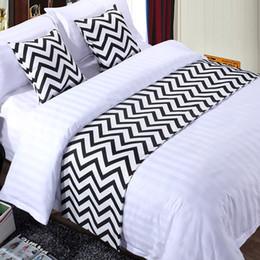 Ingrosso Bianco e nero Stripe Copriletto di cotone Letto Runner Throw Home Camera da letto Hotel Biancheria da letto Decorazioni da letto Tail Asciugamano 390 R2