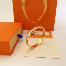 Wholesale Luxury Designer Fashion Bangle women's or men's bracelet high quality leather bag pendant couple top jewelry supply