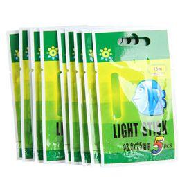 Ingrosso A buon mercato 50pcs pesca galleggiante fluolorescent Lightstick Light Night Float Rod Glow In Dark Stick Pesca ISCAs Accessori da pesca 25mm 37mm 226 W2