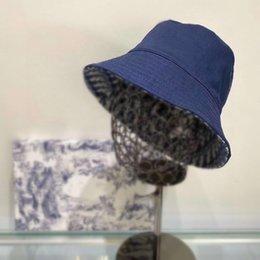 2021 designers oblíquos chapéu chapéu mulheres chapéus e caps retalhos lavados jeans balde chapéu sólido borda larga borda de algodão praia de pescaria de dois lados em Promoção