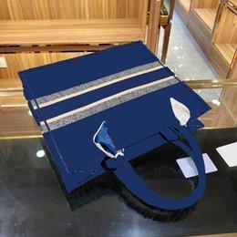 Toptan satış 2021 kadın büyük alışveriş torbaları yüksek kaliteli moda nakış çanta bayanlar omuz çantası lüks tasarımcı tote