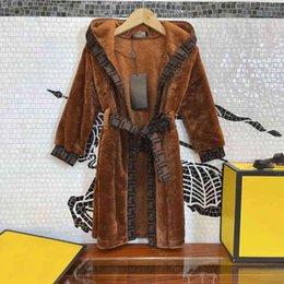 Tasarımcı Pijama Çocuklar Uzun Rüzgarlık Kadife Ceket Bornoz Ev Hizmet Kemeri Seti V Yaka Kadife Robe Son Tasarım Çocuk Giysileri