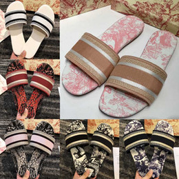 Discount ladies pink beautiful shoes 2021 Paris Womens Scuffs Slippers Beautiful Shoes Summer Sandals Beach Slides Slippers Ladies Flip Flops Loafers Sexy Floral Navy Embroidere
