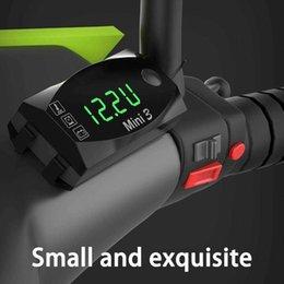 Motocicleta universal Reloj electrónico Termómetro Voltímetro Tres en uno IP67 A prueba de agua Resistente al polvo LED Pantalla digital en venta