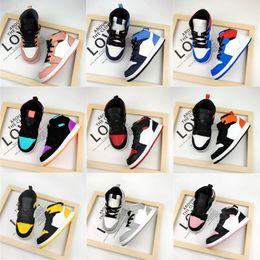 Zuigelingen Peuter Multi-Color Basketbal Schoenen 1s Kid Sneaker Game Royal Scotts Obsidian Chicago Bred Sneakers Jongen Meisje Melody Mid Tie-Dye Kinderschoenen