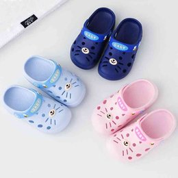 toddler slippers UK - Slippers Kids Toddler Infant Baby Girl Boys Home Slippers Rubber Cartoon Animation Cat Flat Heels Shoes Sandals Kids Slippers A0514