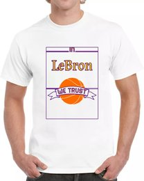 lebron t shirts großhandel-In Lebron vertrauen wir T Shirt cool Basketball Tee Lakers Star Player James Tshirt