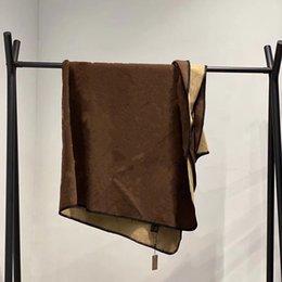 venda por atacado Luxo Designer Cobertor de Alta Qualidade Moda Mantenha Coberturas de Lã Quente Casa Office Utdoor Portable Edição Limitada Padrão de Carta Clássico 130 * 160cm Navio Livre