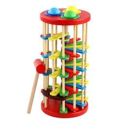 Ladder de madeira batendo brinquedo aprendendo cor tocando com bola e martelo treinamento bebê potência de pulso 830 v2 em Promoção