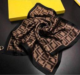 venda por atacado 2021 Top designer mulher lenço de seda moda letra headband marca pequeno lenço variável acessórios de acessórios de headscarf presente