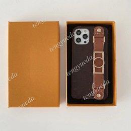 Großhandel Modedesigner Braune Blumenmuster Telefon Hüllen für iPhone 12 11 PRO MAX XS XR XSMAX 7 8 Plus Top Qualität Leder Armband Luxus Mobiltelefonabdeckung