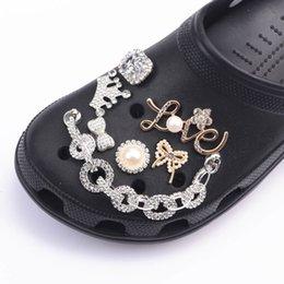 Chaussures de marque Bijoux Designer Croc Charms Bling strass Jibz Cadeau pour la décaration du sabot en Solde