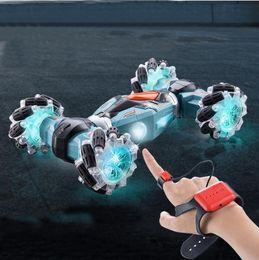 2.4g Pilot zdalnego sterowania RC Car 4WD Gest Indukcja Car Stunt Drift 360 Stopni Skręcanie Dryfuj Pojazd Oszlachetny Zabawki Prezent