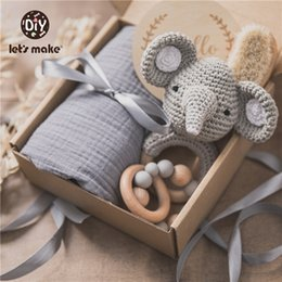 Wholesale let's make Baby Bath Towel Cotton Organizer Rattle Photographic Props Blanket Cover 0 12 Month Montessori Newborn Toys For Kid 210318