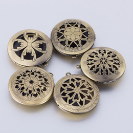 wholesale diffuser lockets Canada - 2018 New Fashion Aromatherapy Lockets Essential Oil Diffuser Hollow Necklace Locket Diffuser Pendants Perfume Locket Jewelry
