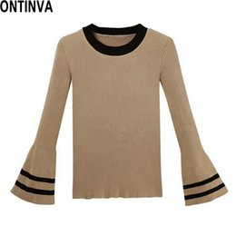 Barato Jumpers Para Mulheres Por Atacado-Wholesale-Flare Sleeve Tricotado Pullover Mulheres Slim Khaki Sweaters Womens Long Sleeve Jumpers 2017 Spring Black White Sweater Mujer Femme