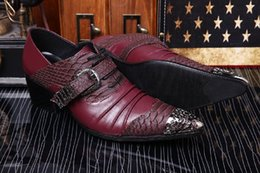 Burgundy Wedding Shoes Canada - Top Brand Groom Wedding Shoes Fish Pattern Buckle Pleated Italian Men Shoes Genuine Leather Oxfords Party Man Burgundy Black White Metal Toe