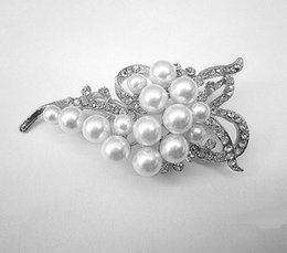 $enCountryForm.capitalKeyWord NZ - Gold Silver Plated Clear Rhinestone Crystal Diamante Ivory Pearl Bow Flower Bouquet Brooch Pins for Wedding