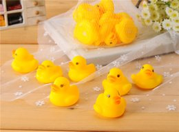 $enCountryForm.capitalKeyWord Canada - Wholesales 100pcs lot 4x4cm Cute Baby Girl Boy Bath Bathing Classic Toys Rubber Race Squeaky Ducks Yellow Sale