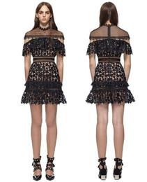4b2b4154097 2017 nouveau design femmes o-cou à manches courtes en dentelle évider  étoiles modèle une ligne robe courte party club sexy vestidos