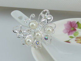 $enCountryForm.capitalKeyWord Canada - Silver butterfly crystal diamond Napkin Rings White Pearls plastic napkin holder For Wedding party Favor Table Decorations Accessories