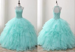 Barato Aqua Vestido De Baile Ruffled-Light Aqua 2018 barato Sweet 16 Girls Party Prom Vestidos Sheer Neck Keyhole Back Crystal Beaded Vestidos de baile com Ruffles Quinceanera Vestidos