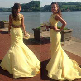 Barato Vestidos De Chiffon Amarelados-2018 Charming Two Pieces Prom Dress Light Amarelo Lace Crop Top Jewel Neck mangas sereia Prom Dresses Long Vestido de noite formal