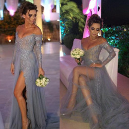 Longues Robes Gris Manches Pas Cher-Sexy Silver Grey Robes de soirée Impressionnant sur les épaule Prom Party Robes avec Illusion Long Sleeves Sequins Beads High Split Formal Wear