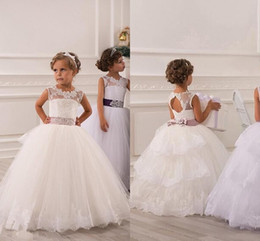 2015 Robes de fille à fleurs de printemps Vintage Jewel Sash Lace Net Baby Girl Fête d'anniversaire Robes de communion de Noël Children Girl Robes de soirée
