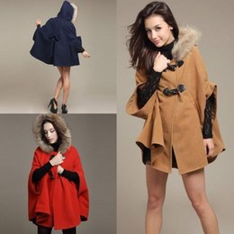 Poncho À Capuchon À Capuchon Pour Femme Pas Cher-Gros-Fashion <b>Womens Hooded Cape Poncho</b> hiver Warm Coat Fur Châle corne Laine bowknot bouton Veste Cape