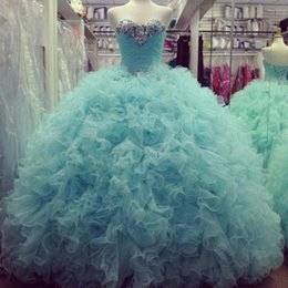 Robe De Plafond Bleu Clair Pas Cher-Sweetheart Bleu clair Cascading Ruffles perles Quinceanera Robes Crystals perlée Superbe robe boule Puffy Prom Party robes étage Longueur