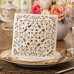 Barato Convites Bege Do Casamento-Atacado- 12 peças New Arrival Square Bege Laser-Cut Lace Flower Pattern Wedding Invitations Cards, CW519_WH