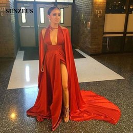 Vestido Sin Mangas De Satén Rojo Baratos-Deep V Front Halter Sexy Prom Vestidos Largo Hot Red Satin A-Line Vestidos formales High Leg Split Slit Evening Party Dresses with Chal
