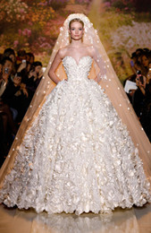 China Zuhair Murad New 2019 Bridal Gowns A-line Organza Luxury Sweetheart Strapless Flowers Wedding Dress With Sheer Back Button Bridal Gowns cheap zuhair murad wedding dress back suppliers