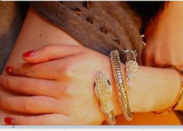 Les Filles Sexy Ont Menotté Pas Cher-2015 Sexy Trendy Gold Bright Alloy Serpent Twisted Bracelets de poignet Cuffed Bangle pour Femme Lady Girls