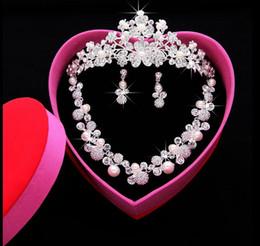 $enCountryForm.capitalKeyWord Canada - New Shiny Luxury Bridal Jewelry Sets Crystal Wedding Crown Earrings Necklace Tiaras Accessories Fashion Headdress Bridal Accessories HT44