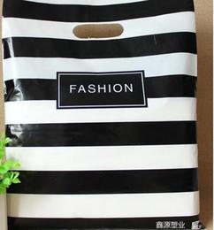 $enCountryForm.capitalKeyWord Canada - Fashion 25X35cm Black Strips Clothes Plastic Bags Jewelry Gift Bag Shopping Bags 100pcs Retail