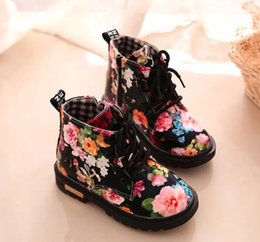 $enCountryForm.capitalKeyWord Canada - Cute Girls Boots New Fashion High help Elegant Floral Flower Print Kids Shoes Baby Martin Boots Casual Leather Children Boots