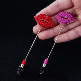 Venta Al Por Mayor Labio Rojo Palo Baratos-Al por mayor-New Kiss Crystal Labios rojos Lipstick End Stick Pin Broche Lady Solapel Pin Accesorios de la joyería de regalo