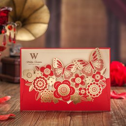 Barato Corte A Laser Convites Porcelana-Atacado- Wishmade Red Laser Cut Butterfly Wedding Invitations Elegante com flores em relevo China Luxury Wedding Invitation Card 50pcs