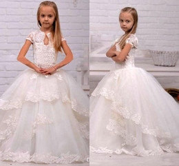 $enCountryForm.capitalKeyWord Canada - Princess Flower Girl Dress White Ivory Short Sleeves Tiered Applique Lace Commuion Dresses Kid Girl's Pegeant Dresses Formal Party