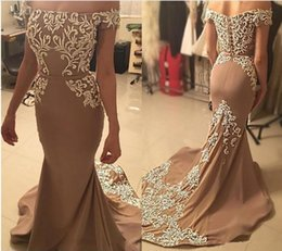 Barato Vestido Bordado V Pescoço-Gorgeous Mermaid Evening Dresses Bateau Neck Off Shoulder Embroidered Satin Champagne Brown Arab Dubai Vestidos Formais Long Prom Dress